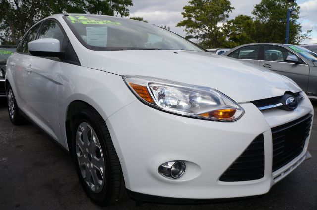 2012 FORD FOCUS SE SEDAN oxford white call now 1-866-717-9571   free autocheck  carfax report e