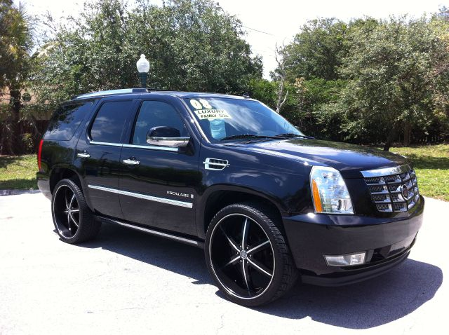 2008 CADILLAC ESCALADE AWD black raven sharp extra clean 3rd row come in and take home this lux