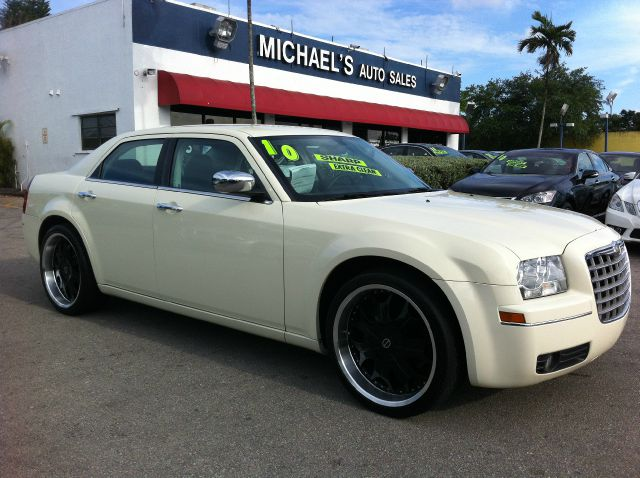 2010 CHRYSLER 300 TOURING cool vanilla call now 1-866-717-9571   free autocheck  carfax report 
