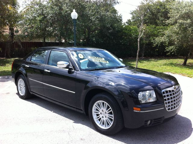 2010 CHRYSLER 300 TOURING brilliant black crystal pearl sharp extra clean great buy this car is