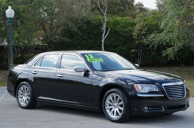 2012 CHRYSLER 300 LIMITED RWD gloss black sharp like new must see hurry in to get a great deal