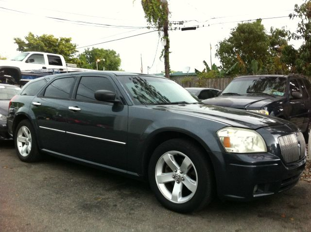 2007 DODGE MAGNUM SXT bright silver metallic call now 1-866-717-9571   free autocheck  carfax re