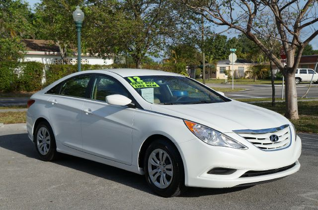 2012 HYUNDAI SONATA GLS AUTO shimmering white wow sharp like new  dont miss out on this like n