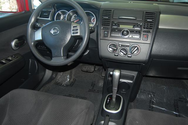 Image 14 of 2011 Nissan Versa 1.8…
