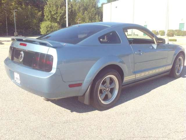 Image 47 of 2006 Ford Mustang V6…