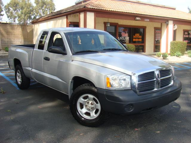 2005 DODGE DAKOTA ST CLUB CAB silver 1 owner clean carfax and title reports club cab class front 