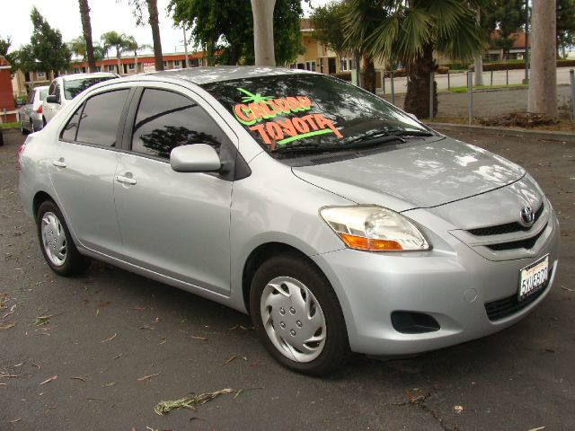 2007 TOYOTA YARIS SEDAN silver clean title one-owner air conditioninganti-brake system non-abs