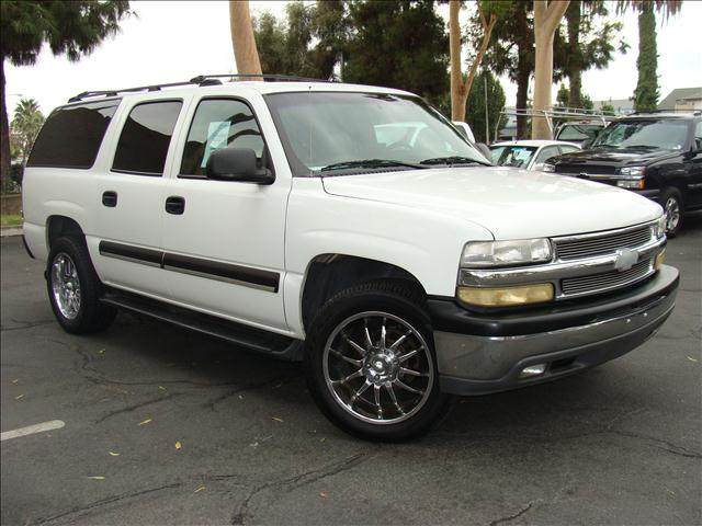 2002 CHEVROLET SUBURBAN LT white leather seats 3rd row seats premium ride suspension daytime ru