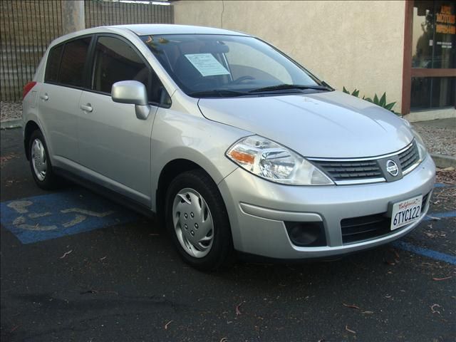 2008 NISSAN VERSA S brillant silver metallic clean car history  radio data system 6-disc cd chan