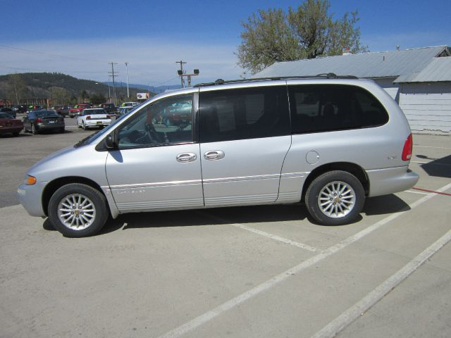 2000 Chrysler Town &amp; Country - Colville, WA
